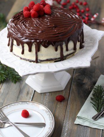 Tort_cu_crema_de_ciocolata_alba_si_neagra