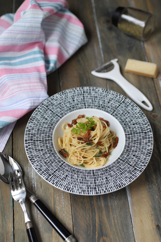 spaghete-cu-rosii-uscate