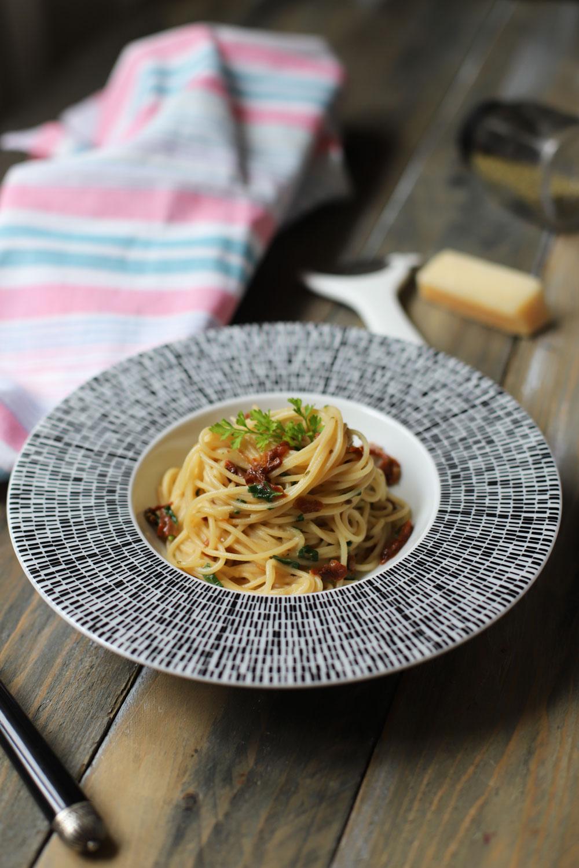 spaghete_cu_rosii_uscate