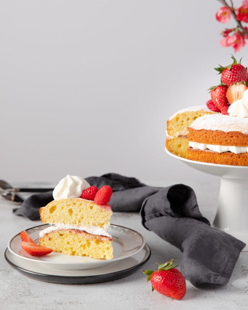 Tort cu frișcă și fructe, Rețetă Victoria Sponge Cake