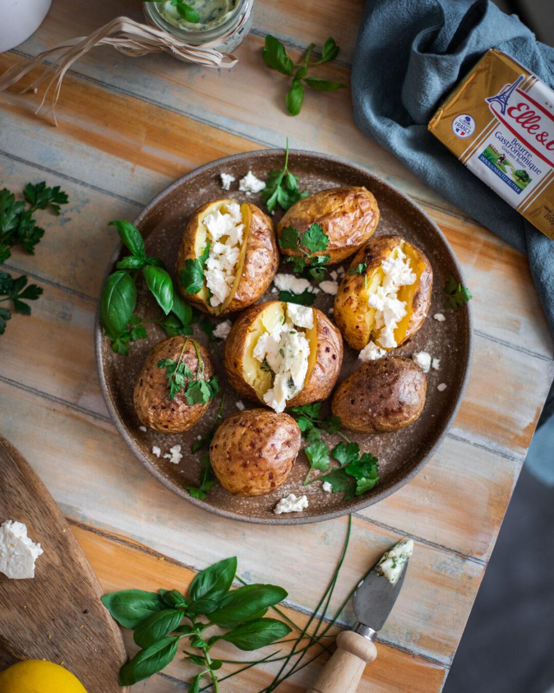 cartofi copti unt aromat cu verdeata