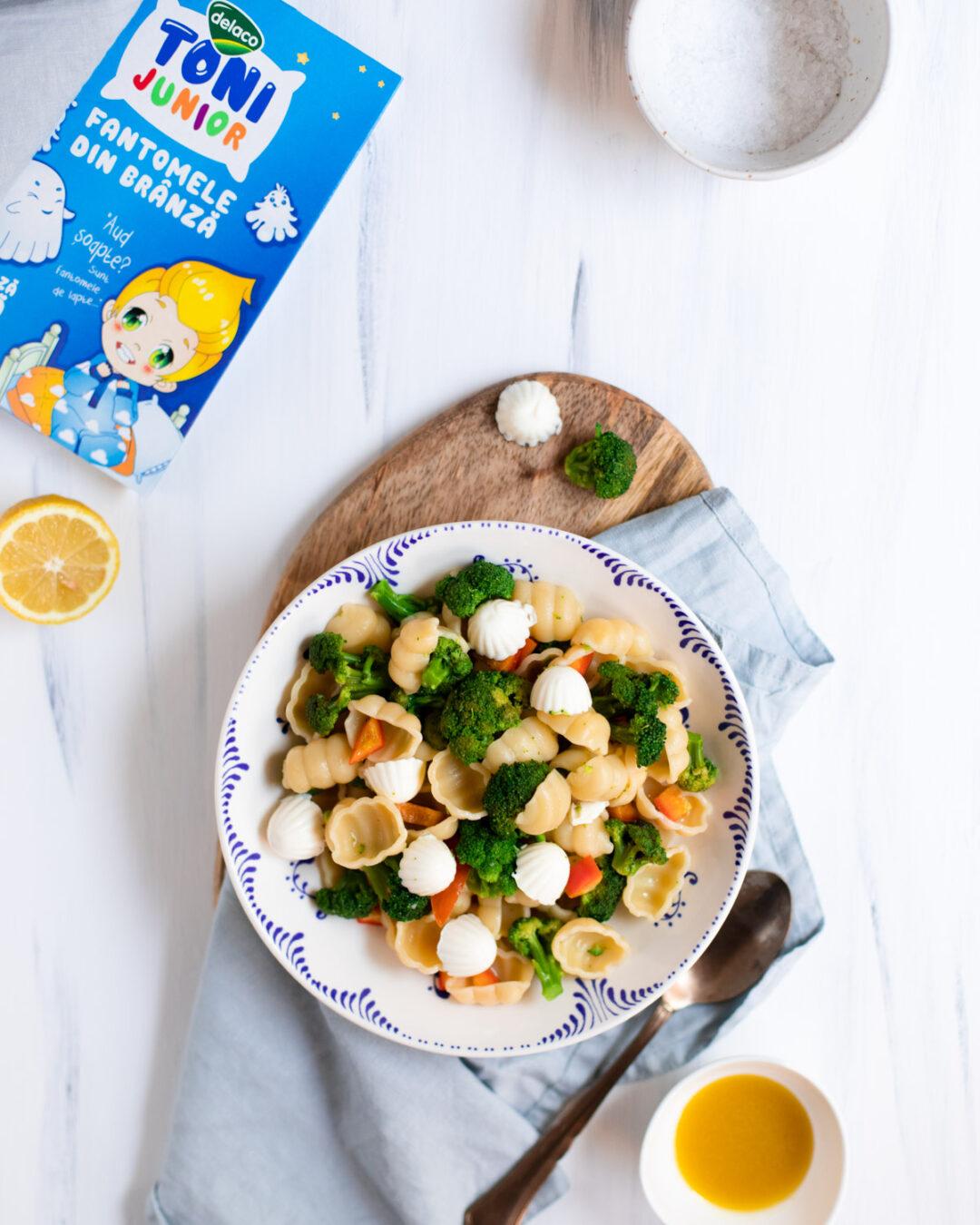 salata calda cu paste si broccoli